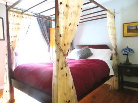 Room 6 queen 4-poster bed with curtains on bedposts